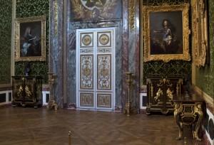 Salon de l'Abondance : porte qui menait autrefois au Cabinet des Médailles de Louis XIV (photo : Château de Versailles/Didier Saulnier)
