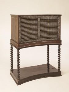 Alexandre-Jean Oppenordt a conçu, sur mesure, un médaillier concave